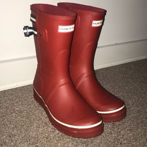 Short red hunter rain boots!!